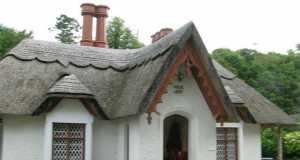 Красивая крыша из камыша
