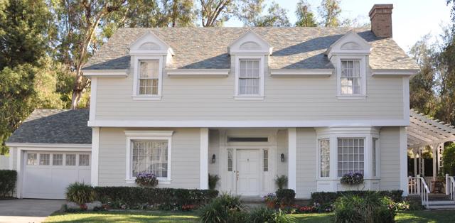 Внешний вид дома с внешний вид Tesla Slate Glass Tile